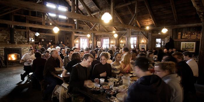 La section principale de la cabane peut accueillir plus de 300 invités